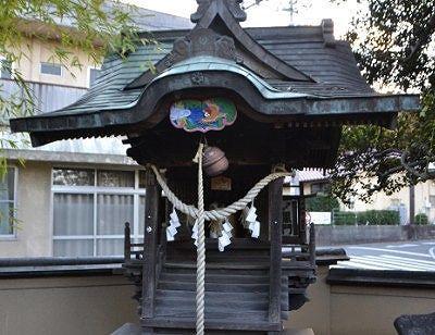 舌切雀神社の祠