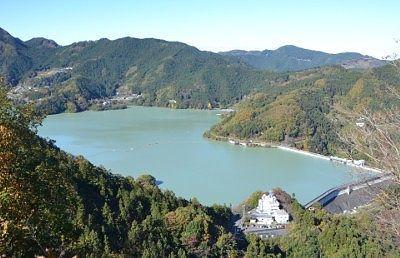 城峯公園展望台から見た神流湖