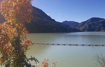 神流湖と紅葉