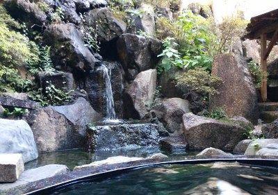 滝の見える露天風呂