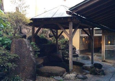 東屋風の露天風呂