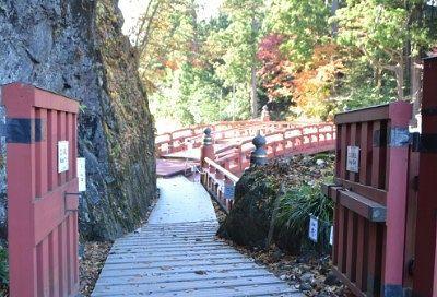 神橋への道と一枚岩