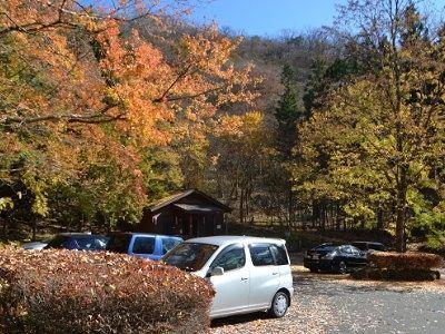 紅葉ピークだった裏見の滝駐車場