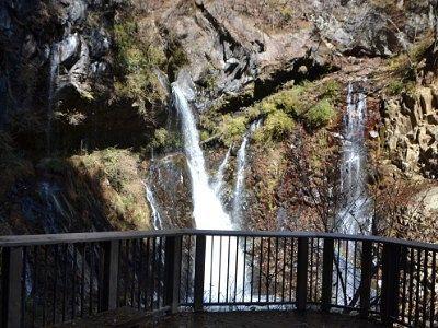 観瀑台から見た裏見の滝