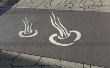 温泉マークが描かれてた道