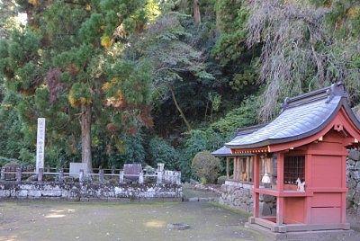 「稲荷神社」と「和歌三神社」