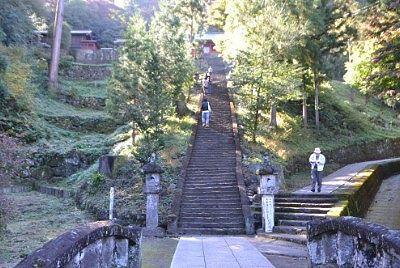 石段とスロープ側遊歩道
