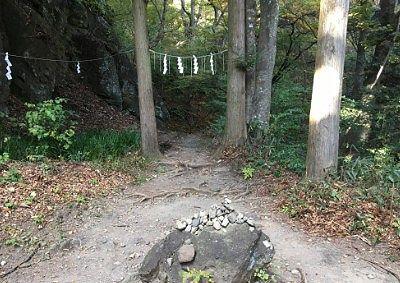 石門方向への登山道