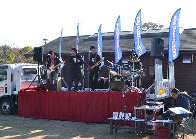 バンドの生演奏