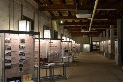 東置繭庫内部の展示資料室の様子