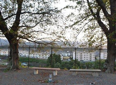 寄宿舎前の広場からの眺め