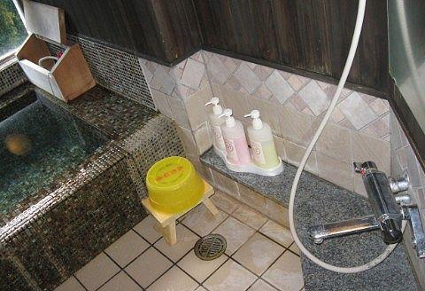 客室のお風呂の洗い場の様子