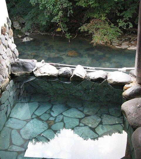 鹿の湯の露天風呂と眺め