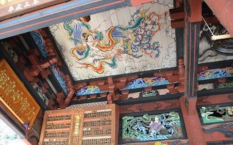 本堂(観音堂)の天井画と彫刻