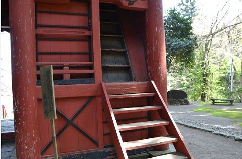 仁王門の階段の様子