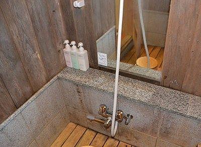 シャワーのある洗い場