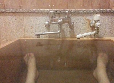 客室風呂に入ってる様子