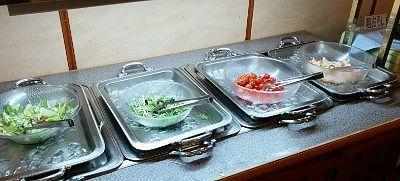レタスやプチトマトなどのサラダ類