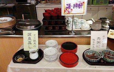 源泉蒸しのしゅうまいや野菜、白飯としじみの味噌汁