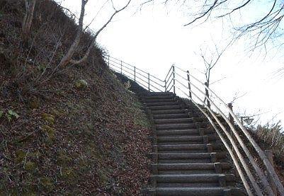 甑の広場展望台への階段