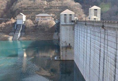 四万川ダム壁内側