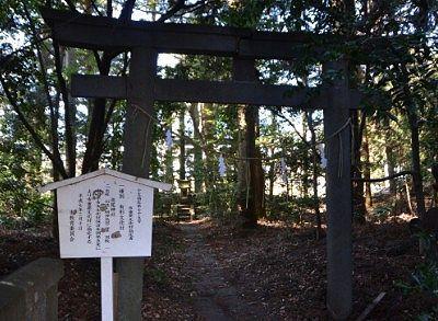 森側入口にあった石鳥居