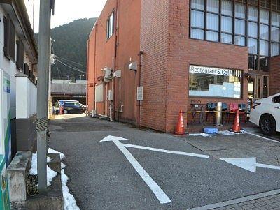 かまやカフェ・デュ・レヴァベールの駐車場入口