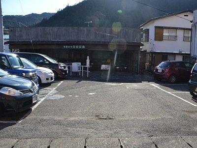 かまやカフェ・デュ・レヴァベール裏の駐車場の様子