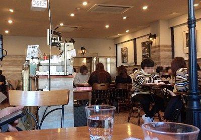 満席のかまやカフェ・デュ・レヴァベールの様子