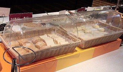 ライ麦パン、食パン、メロンパン、クロワッサン