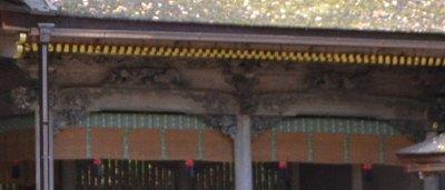 右片拝殿上部の彫刻