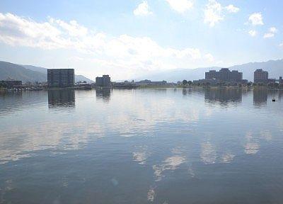 遊覧船から見た諏訪湖の景色