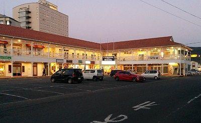 ホテル横のお店
