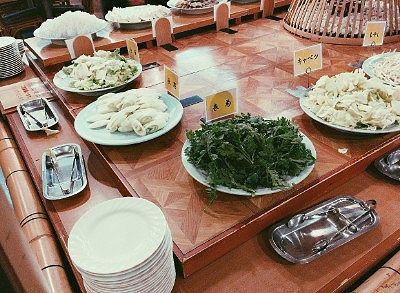 鍋バイキングの春菊、長ネギ、白菜