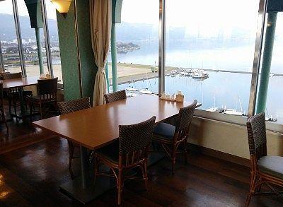 レストランから見えた諏訪湖の景色