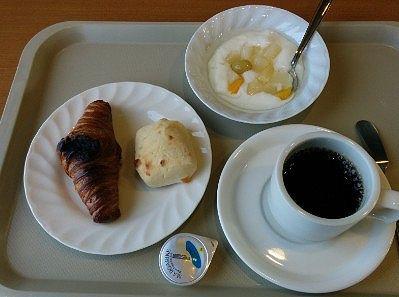 パンとヨーグルトとコーヒー