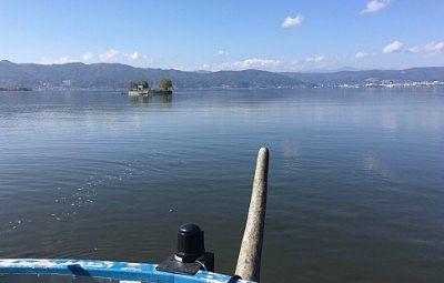デッキから眺めた諏訪湖の景色