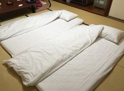 部屋に敷かれてた布団