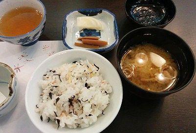 ひじきご飯や味噌汁