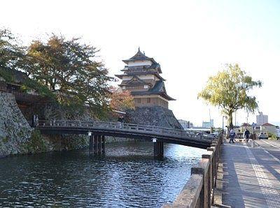 冠木橋と諏訪高島城天守閣