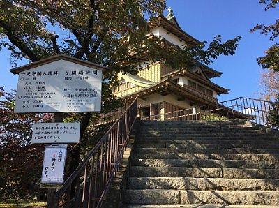 諏訪高島城天守閣前の階段