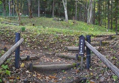 信玄公墓碑の矢印の案内