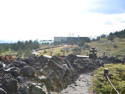 坪庭から見た山頂駅