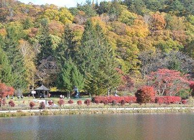 湖畔にあった蓼科高原芸術の森彫刻公園