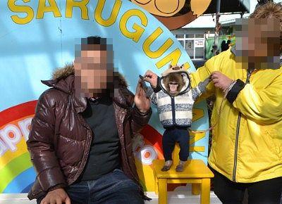 猿と記念撮影