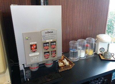 コーヒー、牛乳、オレンジジュース、お茶