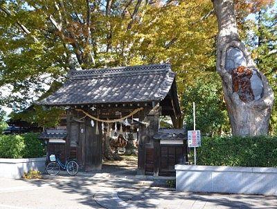 松本神社の門