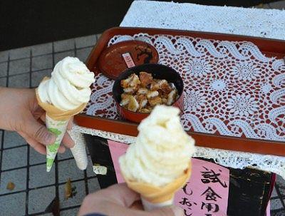 松本神社前の売店で買ったソフトクーム