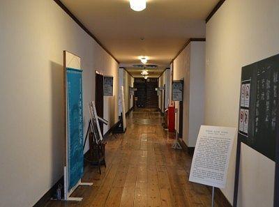 旧開智学校廊下の様子
