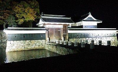 ライトアップ松本城黒門